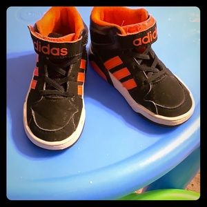 Size 8 Adidas basketball shoe